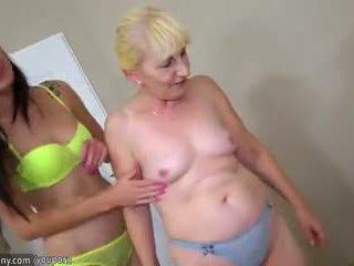 Brunetka lesbijskie dziewczyna i blondynka lesbijskie dojrzała mieć długo dildo
