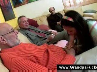 Teen lutschen die elderly