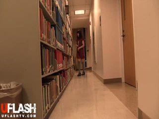 Lakuriq në publike bibliotekë shkollë aziatike amatore adoleshent kamera kompjuterike