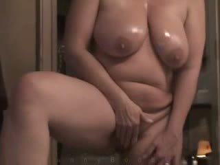 Bevállalós anyuka -val nehéz hangers masturbates