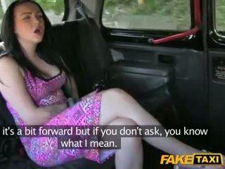 Taxi driver steals dies mädchen geld