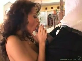 Curly امرأة سمراء olivia del rio eagerly takes ل monstrous كوك في لها ضيق فم