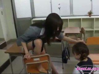 เด็กนักเรียนหญิง drawing teachers หี getting เธอ ลิ้น sucked ใน the ห้องเรียน