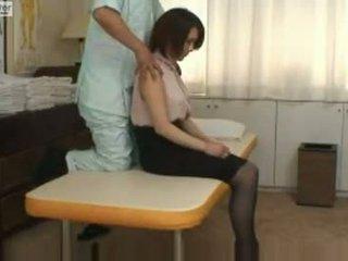 Japonské školáčka gets fucked podľa ju massager