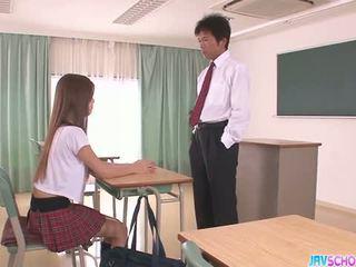 Excitat asiatic scolarita muie și futand