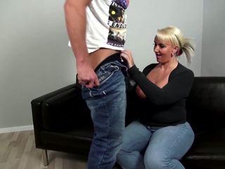 Rijpere curvy moeder fucks jong niet haar zoon: gratis porno 92