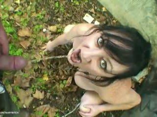 Piss Slut Outdoor: Free Mature Porn Video de