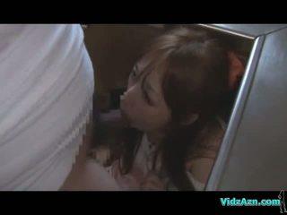 Азіатська дівчина getting її рот і манда трахкав в той час як standing сперма для дупа в the кухня