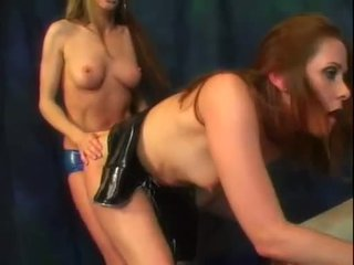 leszbikus, nagy latex, ellenőrzés strapon szép