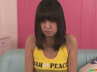 Kotomi asakura giovanissima asiatico gives pompini in un trio
