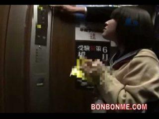Hapon istudyante pagsubo ng titi at fucked by guro sa elevato
