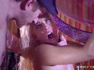 Brazzers - seksi stripper jessie volt ljubezen velika tič.