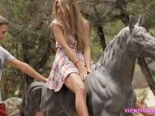 Hübsch teen anjelica pounded outdoors