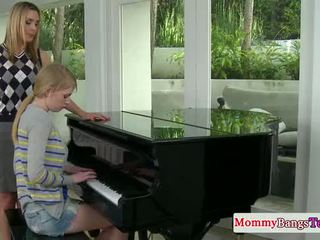 Musical माँ स्वापिंग कम साथ stepteen