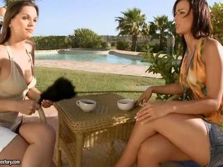 Sexy simon peach con girlfriends having sexy lesbianas diversión fuera