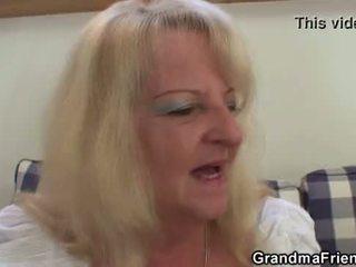 Szőke nagymama takes two nagy cocks nál nél egyszer