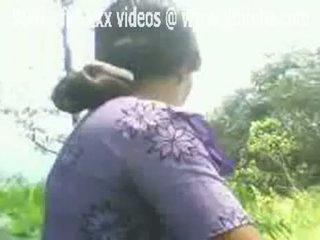 Indický aunty flashes ji chlupatý kočička venkovní