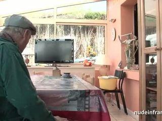 Ładny titted francuskie brunetka banged przez papy podglądanie