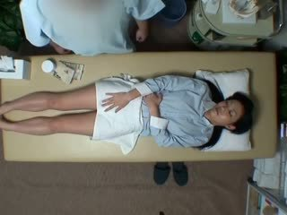 Spycam reluctant isteri seduced oleh masseur