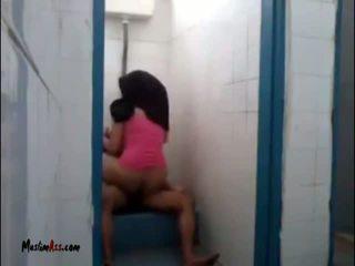 Hijab jilbab pohlaví v záchod