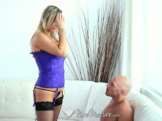 Hd puremature - hot barmfager milf abbey brooks licks ice cream og takes kuk
