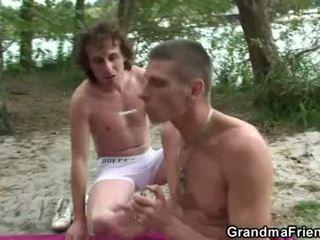 Dia takes two miang/gatal dicks di luar