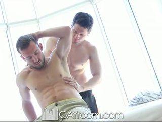 Gayroom mabuhok muscle guy fucked after oil mas