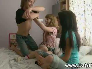 Harcore שלישיה עם schoolgirls