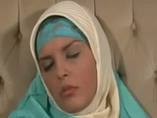 कमशॉट्स, बड़े स्तन, अरब