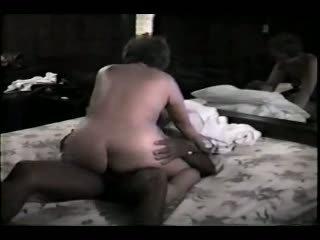 成熟 妻子 和 她的 黑色 lover 視頻
