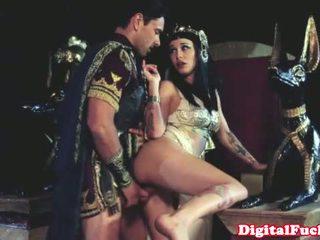 Cleopatra dulkinimasis kitas roman dude