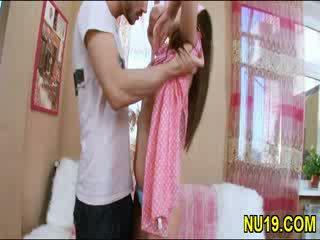 Beib gal kisses lips kohta tema boyfriend