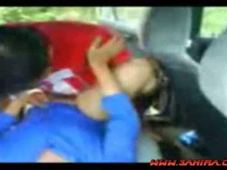 Indoneziane painful qij në një makinë