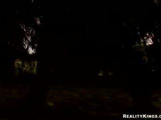 Kotě právní věk teenager ava rose engulfing na ji velký těžký předvečer všech svatých kohout zacházet