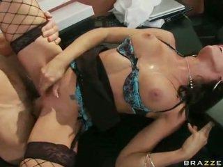 Perempuan dalam erotik pakaian dalaman having xxx di kerja