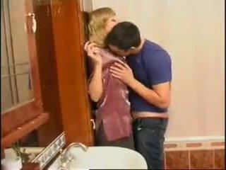 아니 엄마 과 아들: 무료 러시아의 포르노를 비디오 f0