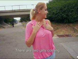 Blondi uutispommi pariisi makea julkinen seksi