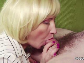 18yr vieux allemand garçon séduit step-mom masturbation et baise