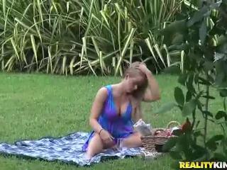 Milf holly hart gets eaten in de park