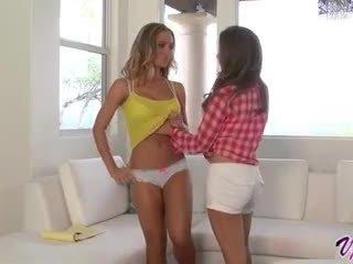 Emily addison dhe nicole aniston nxehtë lezbike seks
