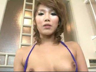 Japonsko bejba milking a majhna kurac