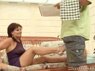 Gorące babunia enjoying paskudne seks
