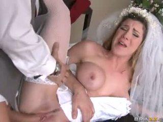 brides, גרביים