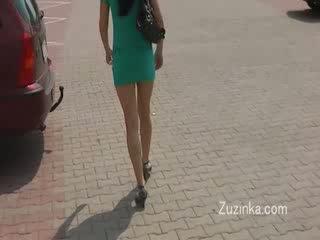Seksualu mergaitė masturbates apie a autobusas