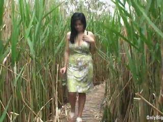 Pechugona ellen stripping y botella follando
