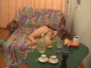 Guys aller trop loin avec alcoolisée fac fille vidéo