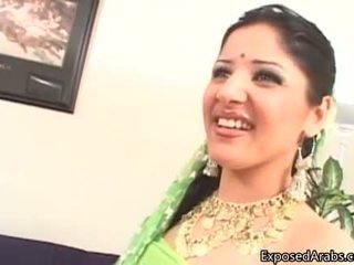 Неприятен arab блудница gets тя путка licked
