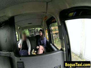 Британка taxi недосвідчена з nose пірсинг sucks