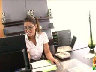 online bruneta zadarmo, mačiatko najhorúcejšie, každý lízať