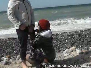 Slutwife marion creampied por muitos strangers em público beaches